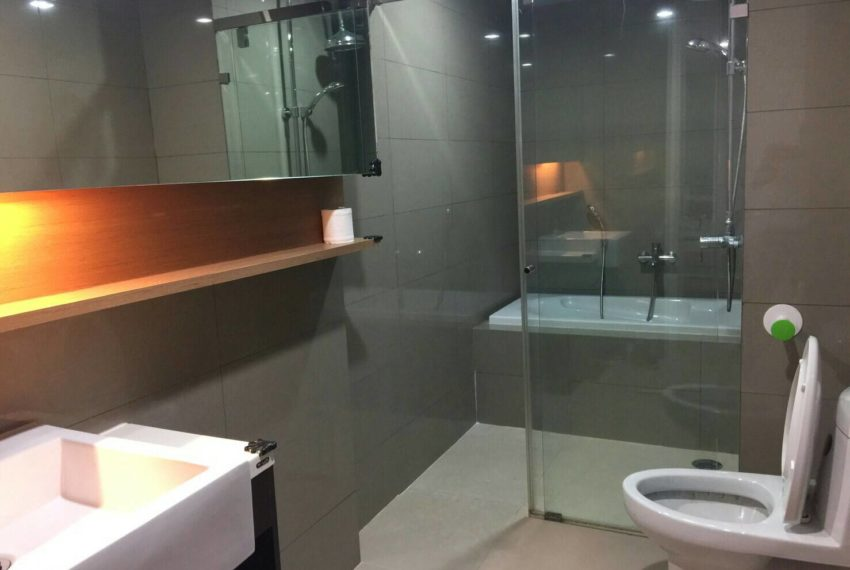 15 Residence Condo at Asoke 1-bedroom sale - toilet