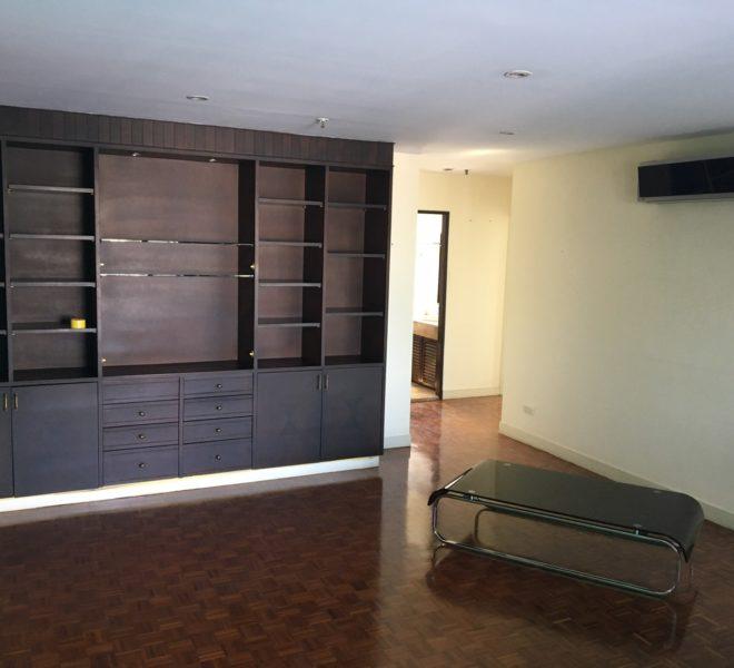 Big renovated condo for sale in Asoke