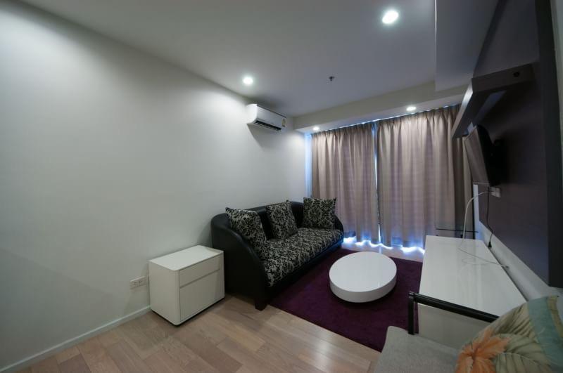 15 Sukhmvit Residences-sale-living room3