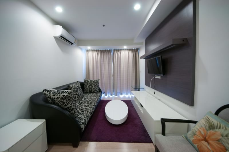 15 Sukhmvit Residences-sale-living room4