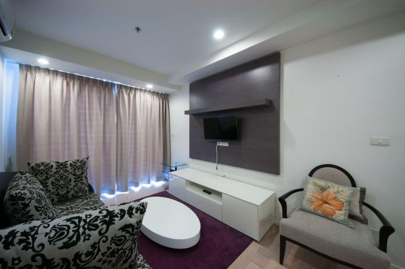 15 Sukhmvit Residences-sale-living room6