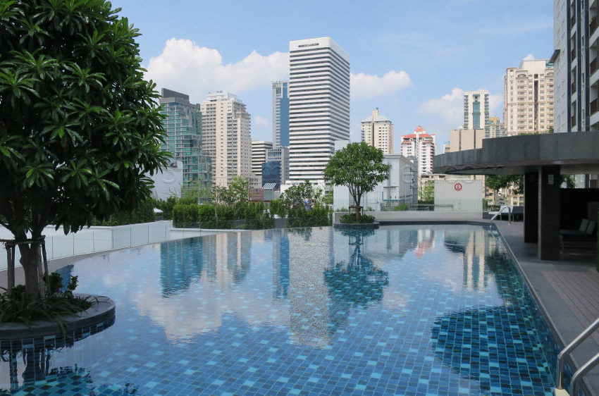 15 Sukhumvit Residences Condo in Asoke - Nana - nice view from swimming pool