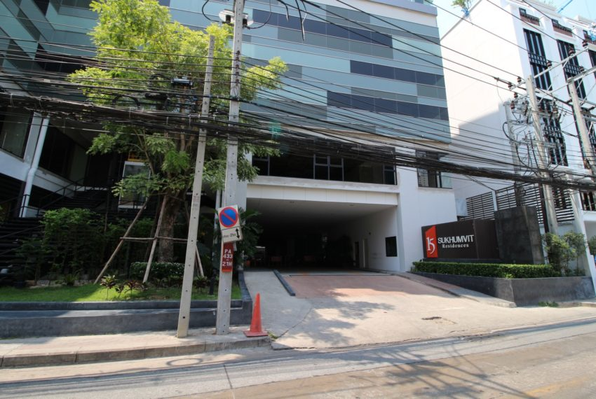15 Sukhumvit Residences Condo in Asoke - Nana - parking