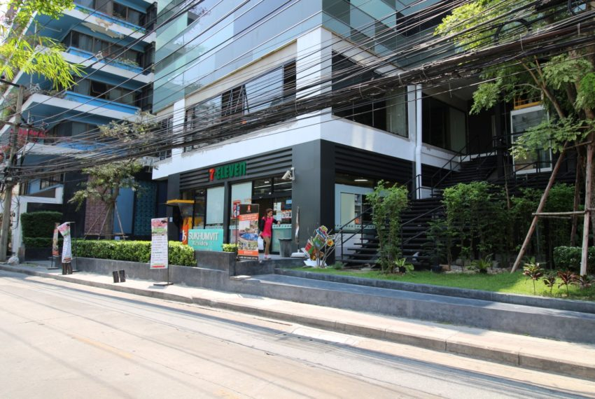 15 Sukhumvit Residences Condo in Asoke - Nana - retail in building