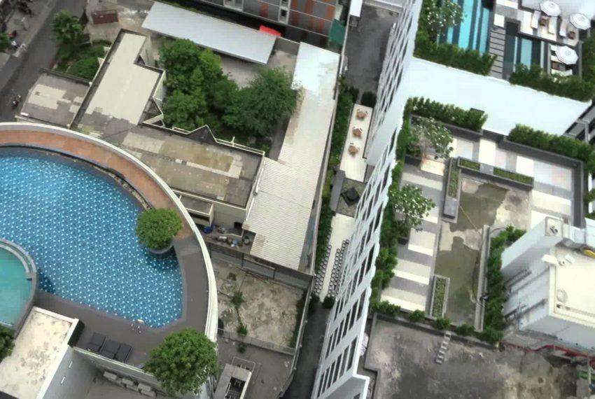 15 Sukhumvit Residences Condo in Asoke - Nana - rooftop pool
