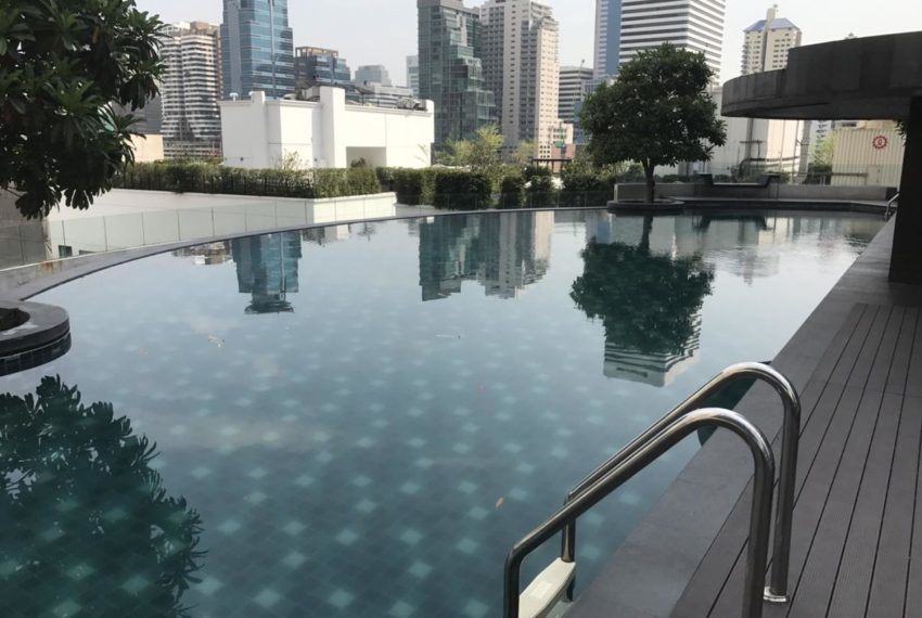 15 Sukhumvit Residences Condo in Asoke - Nana - swimming area