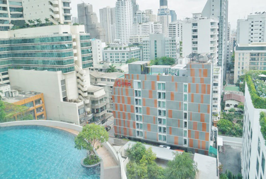 15 Sukhumvit Residences Condo in Asoke - Nana - swimming pool
