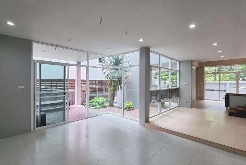 1st floor living area2