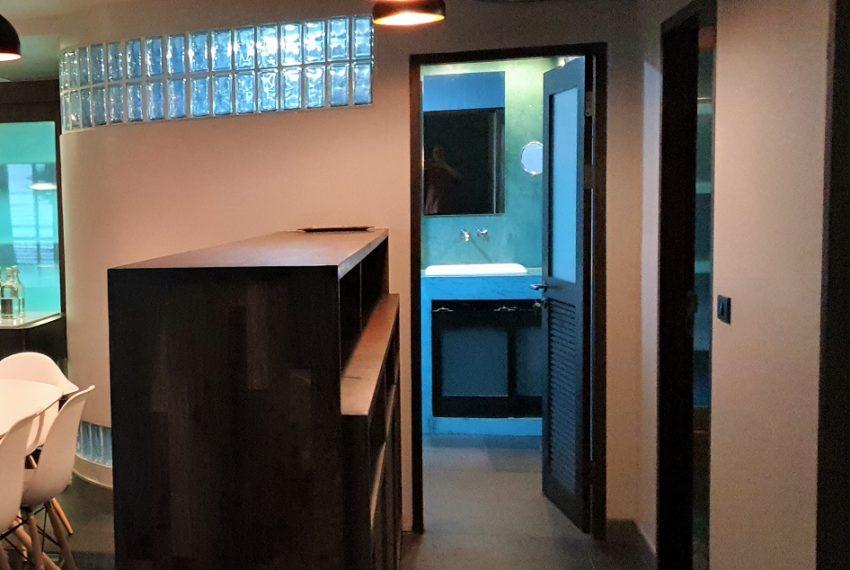 3-bedroom condo in Urbana - bathroom