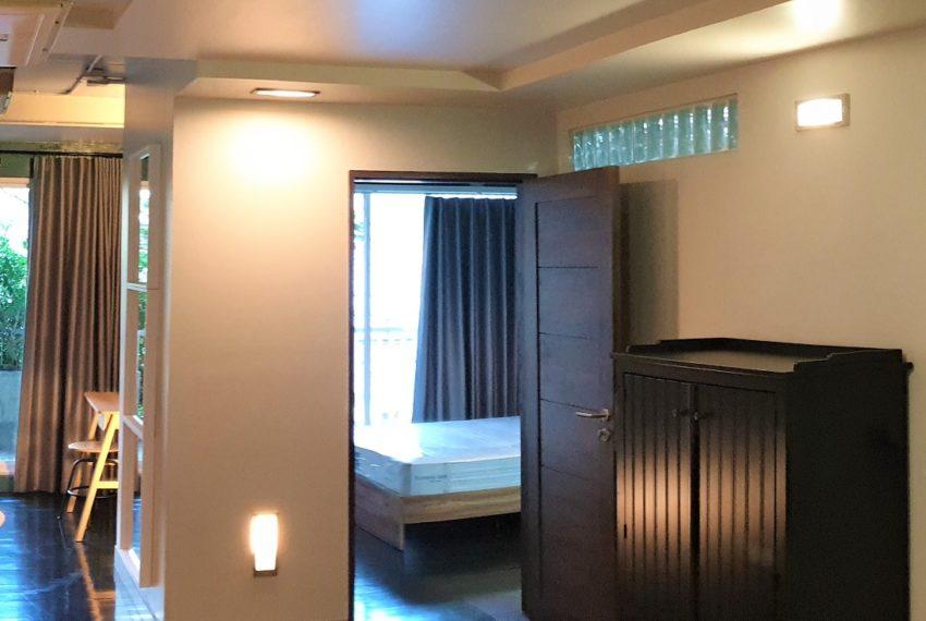 3-bedroom condo in Urbana - bedroom entrance