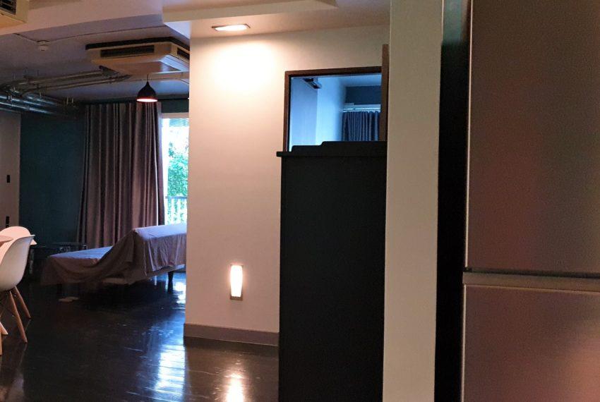 3-bedroom condo in Urbana - corridor
