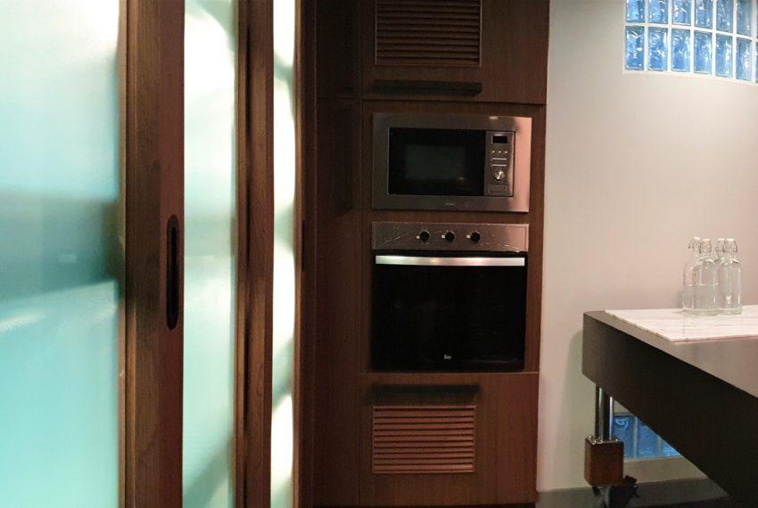 3-bedroom condo in Urbana - kitchen