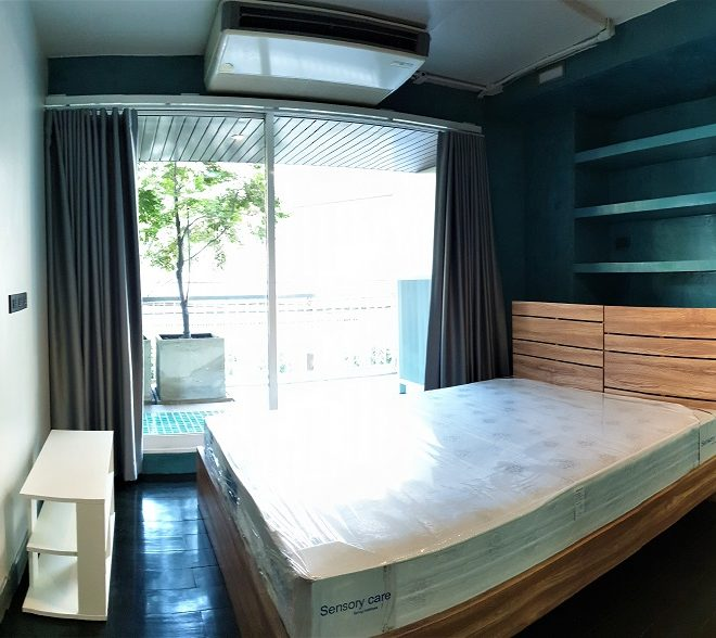 Apartment for rent at Sukhumvit 15 - 2 bedroom - 2 balconies - low-rise Urbana 15 condominium