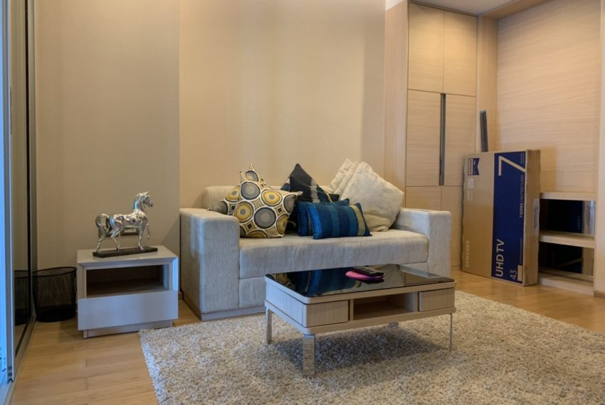 Address Asoke 1b 1b_living room