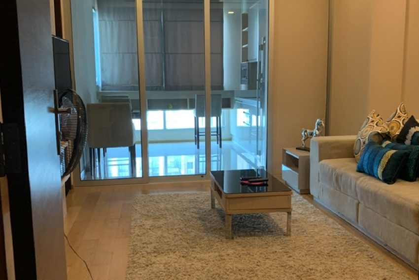 Good Deal 1-Bedroom Condo For Sale in The Address Asoke - High Floor