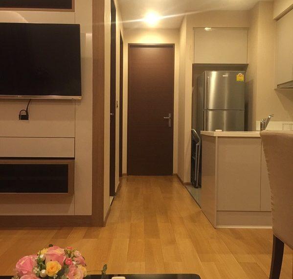 Address Asoke-Living-entrance