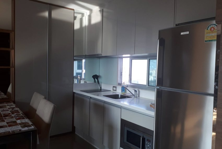 Address Asoke high floor for rent - equipped kitchen