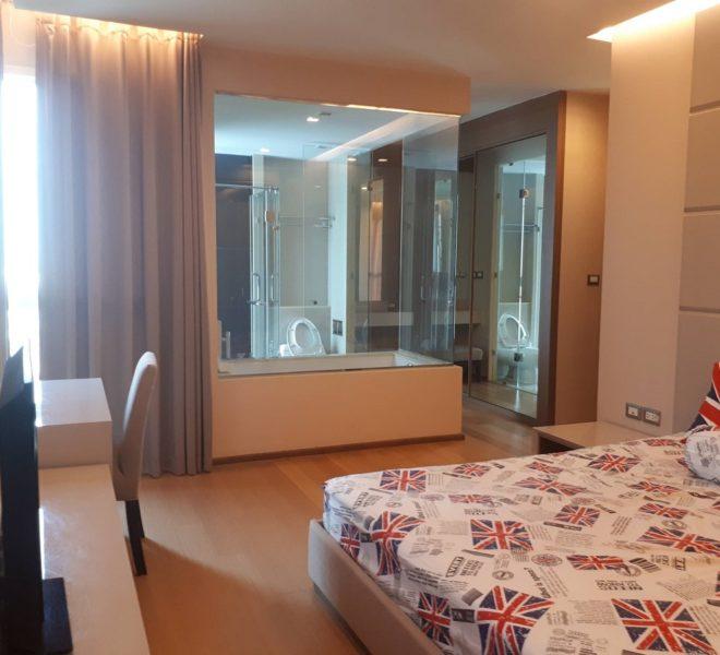 Condo For Rent in Asoke 2 Bedrooms on High Floor