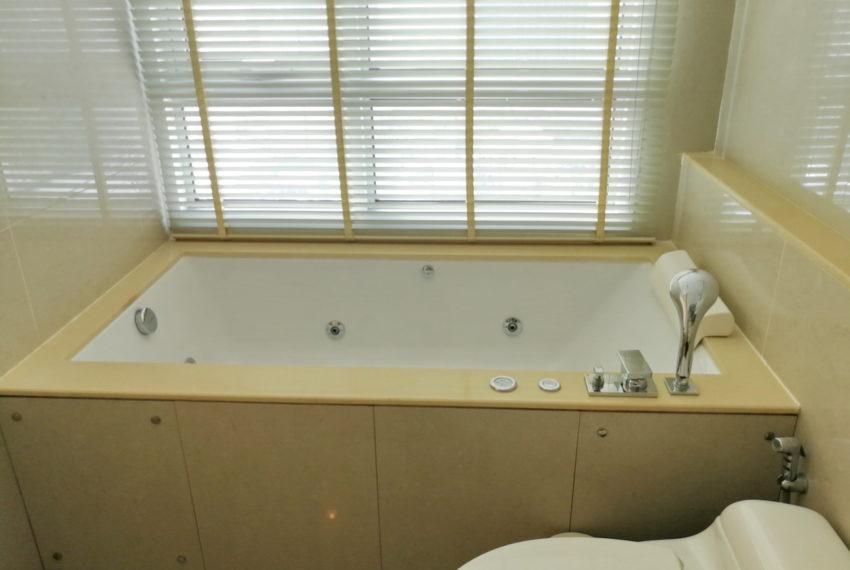 AddressAsoke_2b2b_Rent40k_Masterbathroom1.1