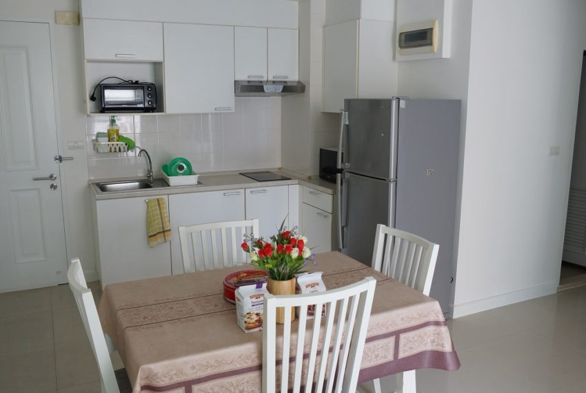 Affordable 2 Bedroom Condo in Thong Lo - dinning table