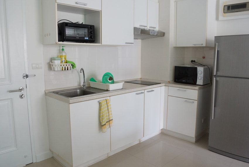 Affordable 2 Bedroom Condo in Thong Lo - kitchen