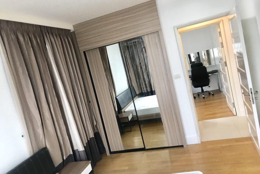 Aguston Sukhumvit 22-2bedroom-rent-mid-floor-bedroom1