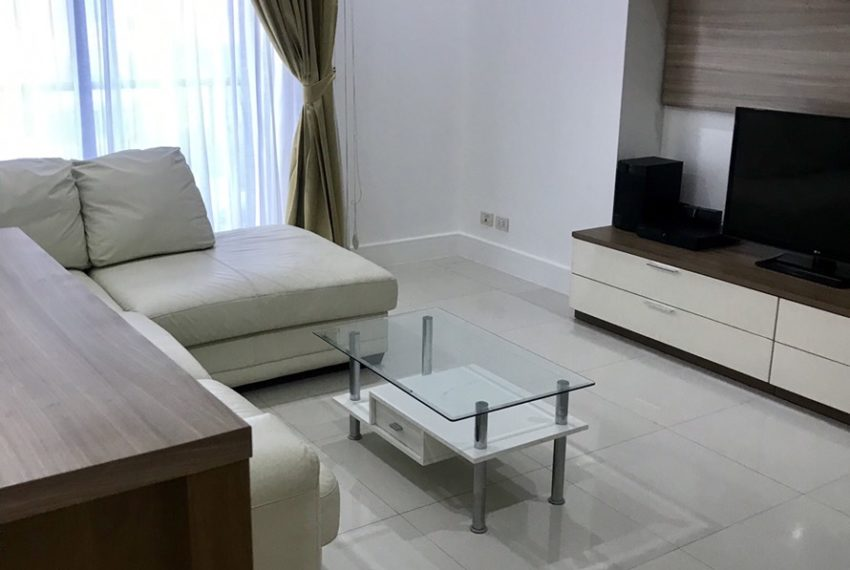 Aguston Sukhumvit 22-2bedroom-rent-mid-floor-living-room