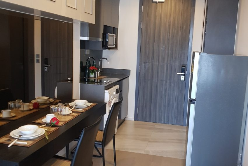 Ashton-Asoke-1b1b-rent-mid-high-floor-kitchen