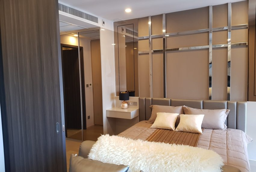 Ashton-Asoke-1b1b-rent-mid-high-floor-sliding-wall
