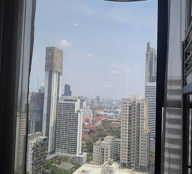 2-bedroom condo for rent on Sukhumvit Road - BTS Asoke - High Floor - Ashton Asoke