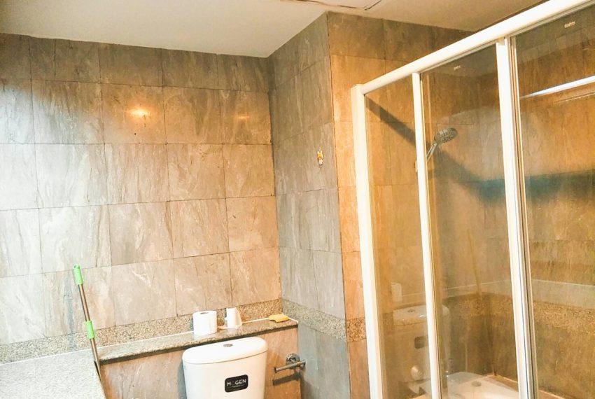 Asoke-Place-2b1b-sale-mid-floor-bathroom