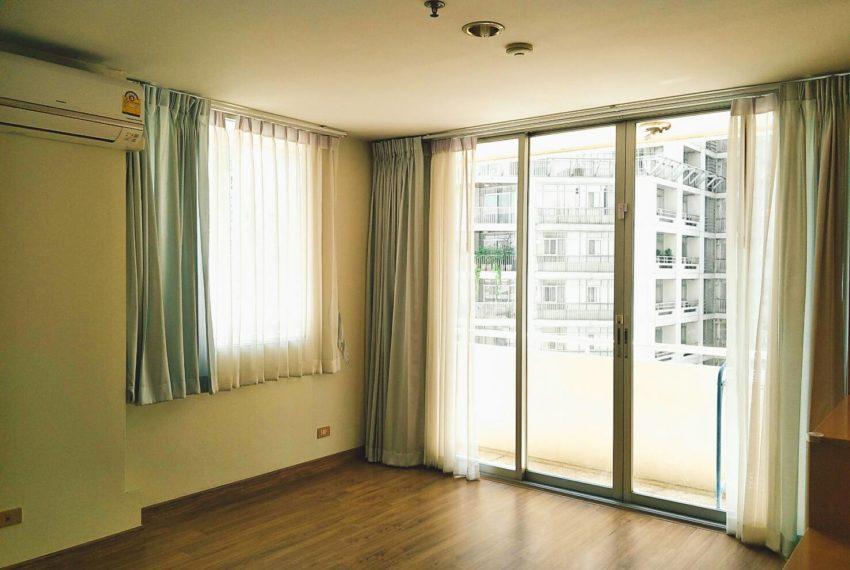 Asoke-Place-2b1b-sale-mid-floor-bedroom1