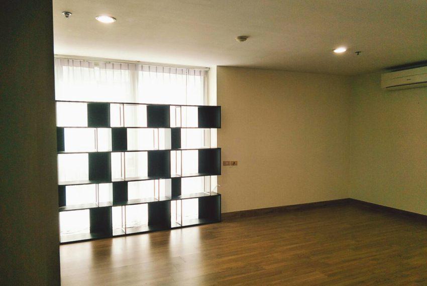 Asoke-Place-2b1b-sale-mid-floor-living