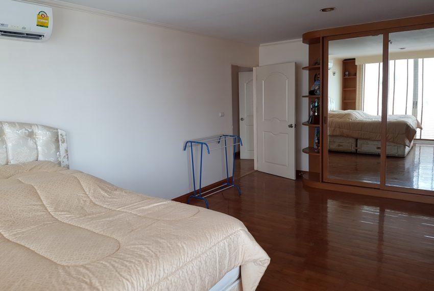 Asoke Place Condominium 3-bedroom for rent - 3 bedrooms