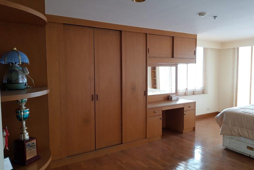 Asoke Place Condominium 3-bedroom for rent - closets