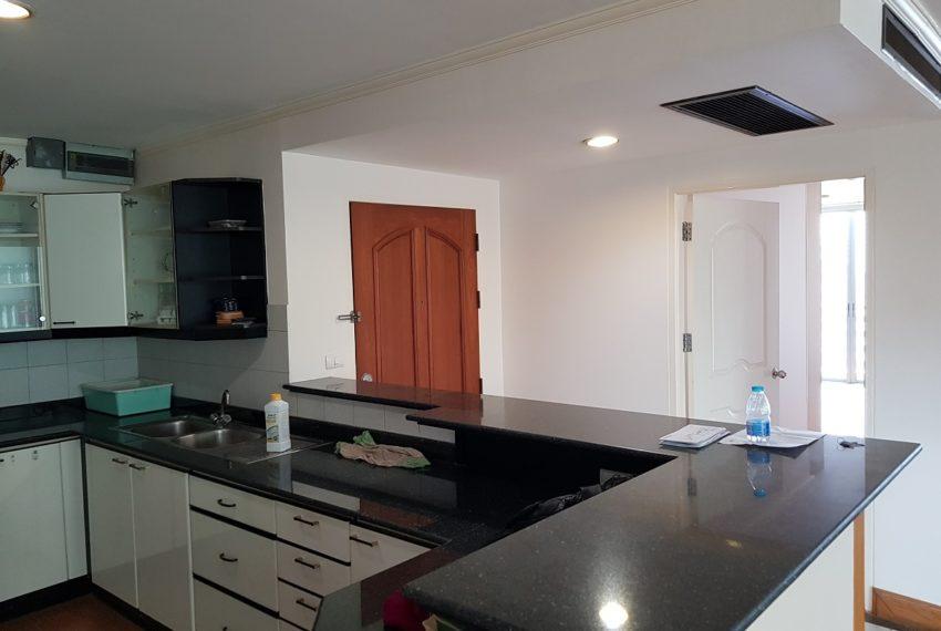 Asoke Place Condominium 3-bedroom for rent - entrance area