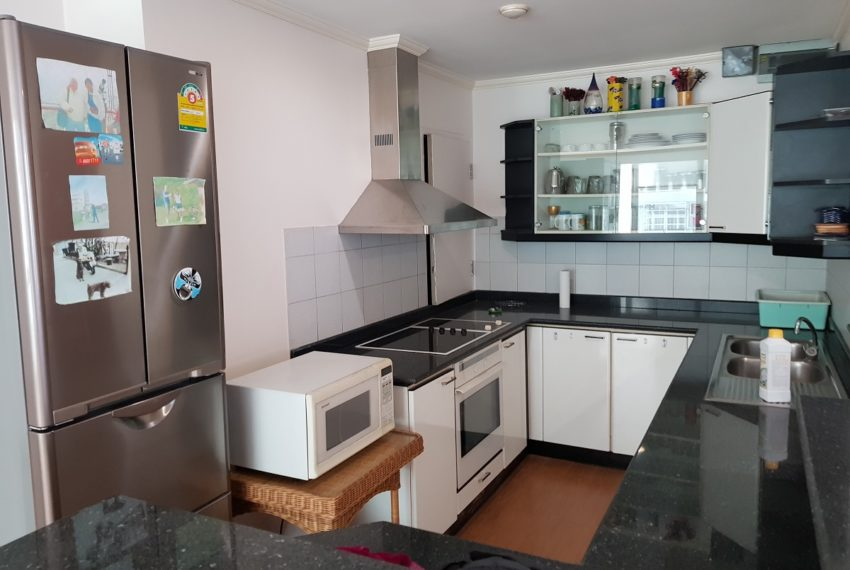 Asoke Place Condominium 3-bedroom for rent - fully equipped kitchen