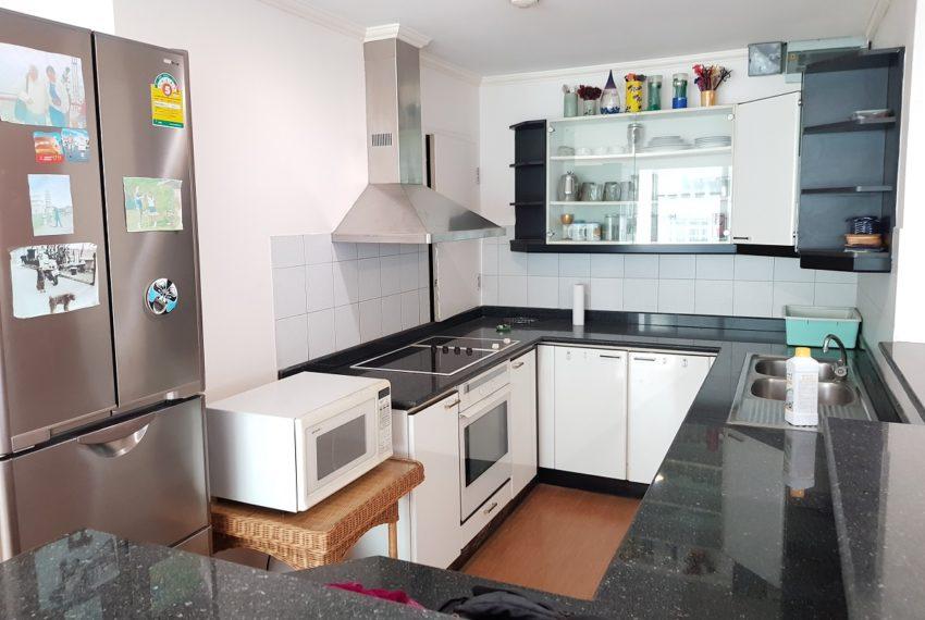 Asoke Place Condominium 3-bedroom for rent - kitchen