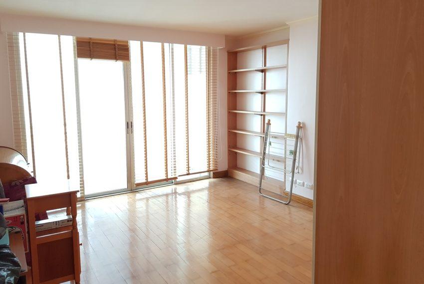 Asoke Place Condominium 3-bedroom for rent - large windows
