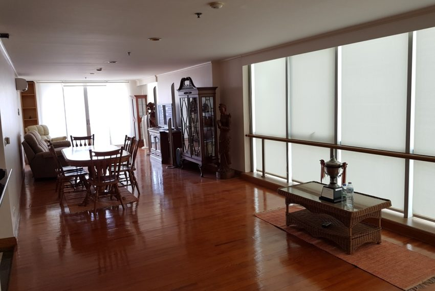 Asoke Place Condominium 3-bedroom for rent - living room