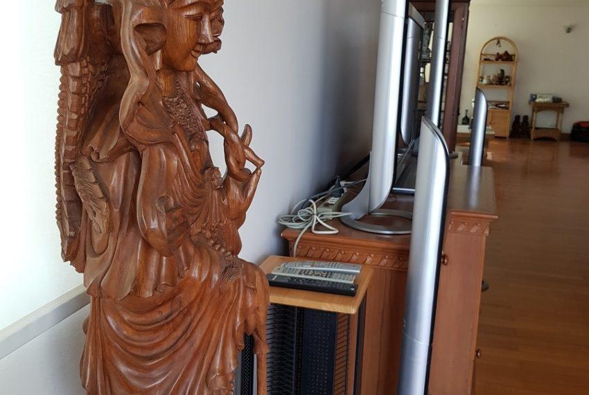 Asoke Place Condominium 3-bedroom for rent - statues