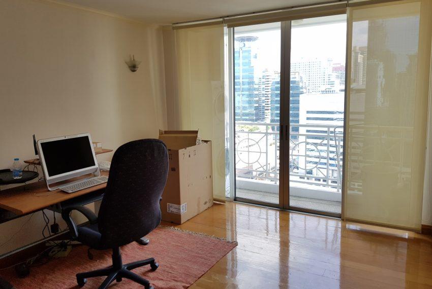 Asoke Place Condominium 3-bedroom for rent - working room