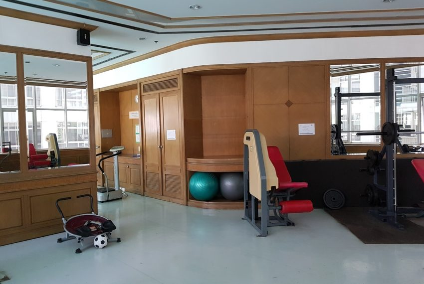 Asoke Place Condominium on Sukhumvit 21 - big gym room