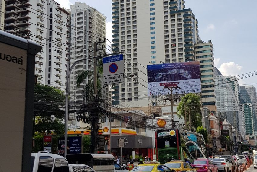 Asoke Place Condominium on Sukhumvit 21 - view from Asoke