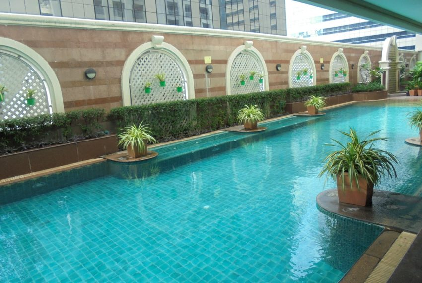 Asoke Place swimming pool 03