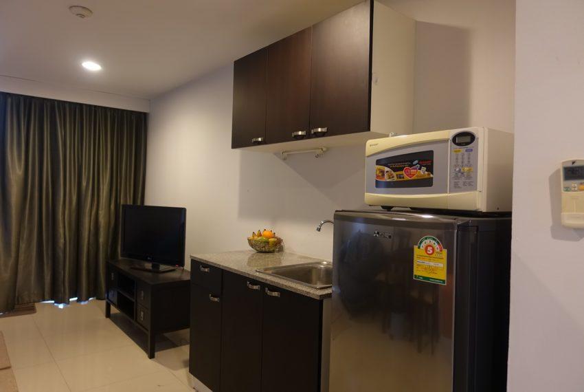 Asoke-Tower-1-bedroom-rent-kitchen