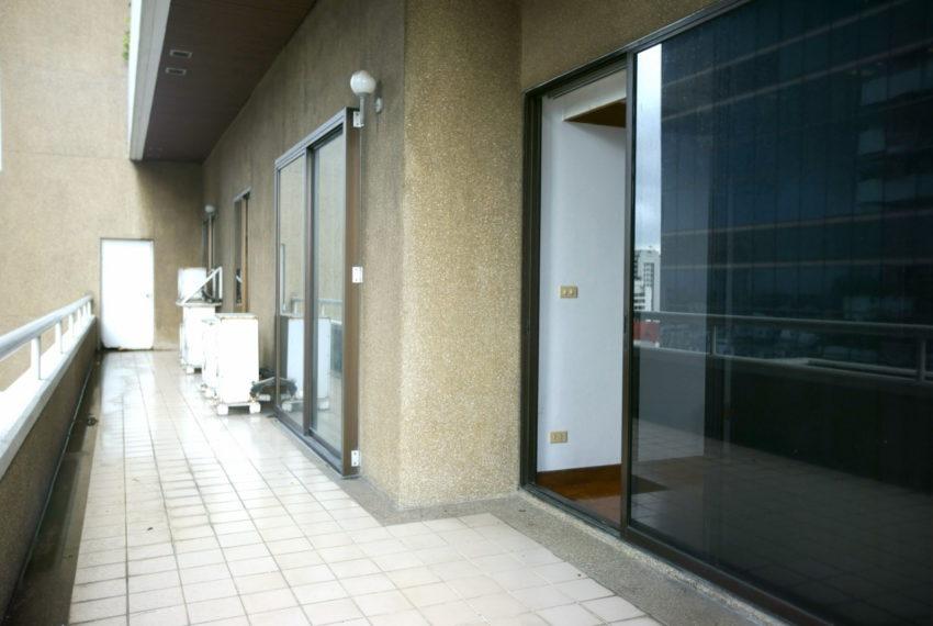 Asoke-Tower-Sale-3-bedroom-mid-floor-balcony