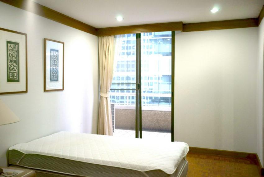 Asoke-Tower-Sale-3-bedroom-mid-floor-bedroom