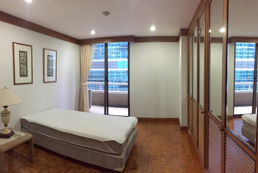 Asoke-Tower-Sale-3-bedroom-mid-floor-bedroom2