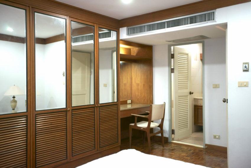Asoke-Tower-Sale-3-bedroom-mid-floor-furnished